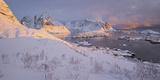 Reine' (Village), Lilandstinden, Moskenesoya (Island), Lofoten, 'Nordland' (County), Norway Reprodukcja zdjęcia autor Rainer Mirau