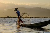 Intha Ethnic Group Fisherman, Inle Lake, Shan State, Myanmar (Burma), Asia Reproduction photographique par Nathalie Cuvelier