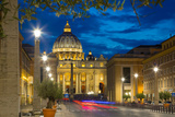 St. Peters and Piazza San Pietro at Dusk, Vatican City, UNESCO World Heritage Site, Rome, Lazio Fotografie-Druck von Frank Fell