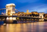 View across Danube River of Chain Bridge and Buda Castle at Night, UNESCO World Heritage Site Fotografisk tryk af Ben Pipe