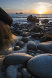 Rocky Beach at Porth Naven, Land's End,Cornwall, England Fotografisk tryk af Paul Harris