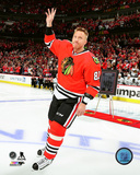 Marian Hossa waves to the crowd during 500th goal ceremony prior to game at United Center 10/30/16 Photo