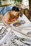 An Artist Works on Traditional Tapa Drawings Fotografisk tryk af Dmitri Alexander