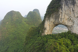 Climber on Natural Arch Formed at Moon Hill, Yangshuo, Guangxi Province, China Fotografisk tryk af Chad Copeland