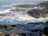 Waves Crashing on the Shoreline of Tillamook Fotografisk tryk af Nicole Duplaix