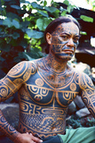 A Man Displays His Traditional, Full Body Tattoos in the Marquesas Islands Fotografisk tryk af Dmitri Alexander