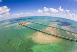 Aerial View of the Seven Mile Bridge Near Marathon Island in the Florida Keys Fotografisk tryk af Mike Theiss