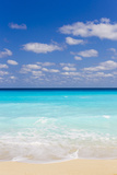 White Sand and Turquoise Waters at the Beaches in Cancun, Mexico Fotoprint van Mike Theiss