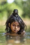 A Pet Saddleback Tamarin Hangs on Tight to a Matsigenka Girl as She Swims in the Yomibato River Fotografie-Druck von Charlie Hamilton James