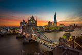 Twilight, Tower Bridge and the Shard at Sunset Lámina fotográfica por Katherine Young