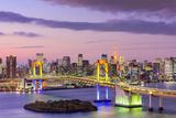 Tokyo, Japan Skyline with Rainbow Bridge and Tokyo Tower Papier Photo par Sean Pavone