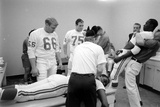 Kansas City Chiefs Football Team Players Massaged before the Championship Game, January 15, 1967 Fotografisk trykk av Bill Ray