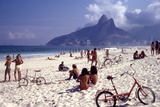 July 1973: Ipanema Beach, Rio De Janeiro Fotografisk tryk af Alfred Eisenstaedt