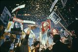 Raining Gold Coins as Barry Goldwater Wins the Republican Nomination, San Francisco, CA, 1964 Reproduction photographique par John Dominis