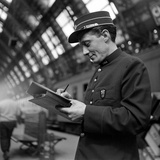 Conductor on the Orient Express Train Making Notes on a Piece of Paper, June 1950 写真プリント : ジャック・バーンズ