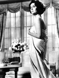 Elizabeth Taylor Photo by  Globe Photos LLC