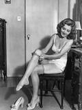 Woman Putting on Stockings, 1933 Kunstdruck von Scherl Süddeutsche Zeitung Photo