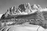 The Small Town of Cortina D'Ampezzo in the Southern Alps, 1930s Fotografisk trykk av Scherl Süddeutsche Zeitung Photo