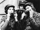 Women of the Auxiliary Territorial Service (Ats) in France Playing Harmonica, 1939 Fotografiskt tryck av  Süddeutsche Zeitung Photo