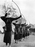 Archeresses Compete in London, 1938 Papier Photo par  Süddeutsche Zeitung Photo