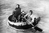 Chinese Family in a Washing Trough on the Yangtze River, 1930 Impressão fotográfica por  Süddeutsche Zeitung Photo