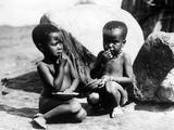 Eating Children in South Africa, 1931 Impressão fotográfica por Scherl Süddeutsche Zeitung Photo