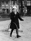 Child Playing in Berlin, 1939 Fotoprint av Scherl Süddeutsche Zeitung Photo