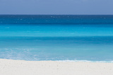 Shades of Blue Color the Beachfront Waters in Cancun, Mexico Sträckt Canvastryck av Mike Theiss