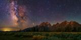 The Milky Way Shines over the Grand Teton Mountain Range Bedruckte aufgespannte Leinwand von Babak Tafreshi