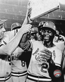 MLB: Lou Brock holds second after breaking Ty Cobb's all-time record of 892 stolen bases- 8/29/77 Photo