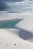 Alex Saberi - The Lencois Maranhenses Sand Dunes and Lagoons at Sunset in Maranhao State, Brazil Fotografická reprodukce