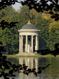 Pavilion or Folly in Grounds of Schloss Nymphenburg, Munich (Munchen), Bavaria (Bayern), Germany Photographie par Gary Cook
