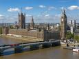 Buses Crossing Westminster Bridge by Houses of Parliament, London, England, United Kingdom, Europe Fotografisk tryk af Walter Rawlings