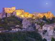 France, Provence, Les Baux-De-Provence at Dusk Fotografisk tryk af Shaun Egan