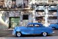 Blue Vintage American Car Parked on a Street in Havana Centro Fotografisk tryk af Lee Frost