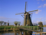 Windmills Along the Canal, Kinderdijk, Unesco World Heritage Site, Holland (The Netherlands)
