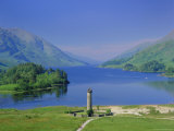 Glenfinnan Monument and Loch Shiel, Highlands Region, Scotland, UK, Europe