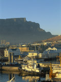South Africa, Cape Town, Victoria & Alfred Waterfront with Table Mountain Behind