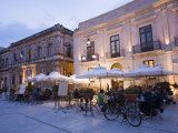 Cafe in the Evening, Piazza Duomo, Ortygia, Syracuse, Sicily, Italy, Europe