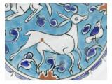 Plat a decor de lievre, chien, antilope et petit oiseau