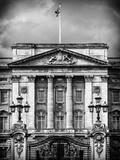 Main Gates at Buckingham Palace - London - UK - England - United Kingdom - Europe