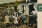 'Habitantes de un solar. Dwellers of a tenement house', c1913 Valokuvavedos tekijänä Unknown,