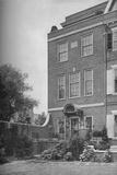 East front with terrace and garden gate, house of Mrs WK Vanderbilt, New York City, 1924 Valokuvavedos tekijänä Unknown,