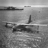 View of Plane Designed and Built by Howard R. Hughes Lámina fotográfica prémium por J. R. Eyerman