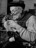 Elderly Man Knitting Garments During Drive to Provide Goods to Servicemen During the War Reproduction photographique