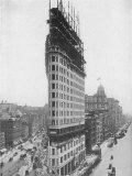 View of the Flatiron Building under Construction in New York City Reproduction photographique
