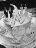 Wedding Cake Adorned with Homosexual Couples, Protesting New York City's Refusal to Wed Homosexuals Fotografie-Druck von Grey Villet