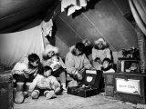 Eskimo Family Admiring their Modern Conveniences, a Victrola, a Sewing Machine and a Stove Lámina fotográfica por Margaret Bourke-White