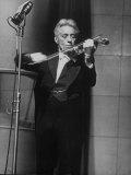 Fritz Kreisler, Austrian-Born Violinist and Composer, Playing Violin During Broadcast at NBC Studio Reproduction photographique Premium par Alfred Eisenstaedt
