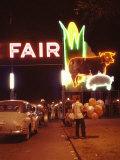 Man Selling Balloons at Entrance of Iowa State Fair Fotografisk trykk av John Dominis